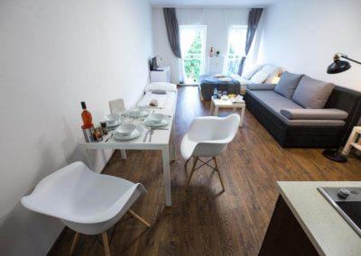 Jídelní stůl v apartmánu Bratislavská