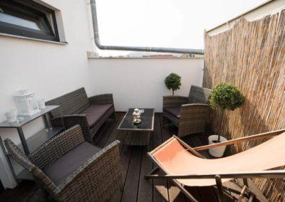 Prostorná terasa v apartmánu Bratislavská