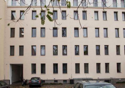 Parkování ve vnitro-bloku apartmánu Bratislavská