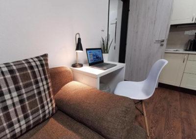 Pracovní stůl apartmánu Bratislavská